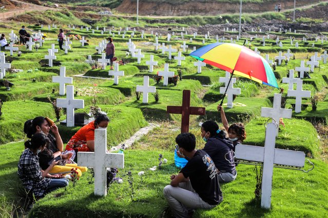 Residents visit graves of their relatives during Good Friday at a Covid-19 cemetery in Medan, Indonesia, 02 April 2021. (Photo by Dedi Sinuhaji/EPA/EFE)