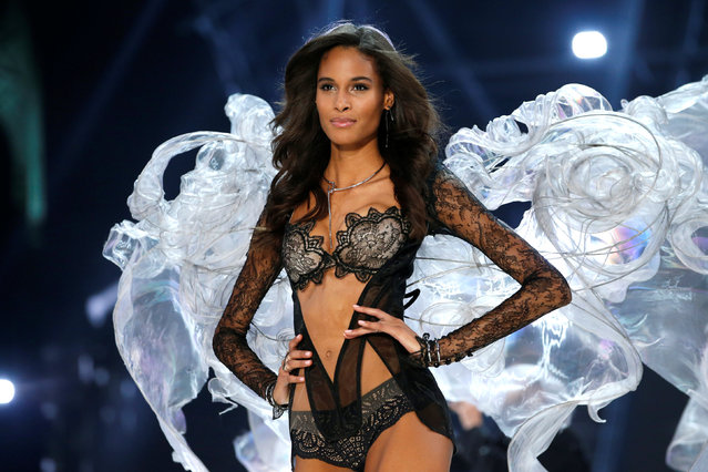 Model Cindy Bruna presents a creation during the 2016 Victoria's Secret Fashion Show at the Grand Palais in Paris, France, November 30, 2016. (Photo by Charles Platiau/Reuters)