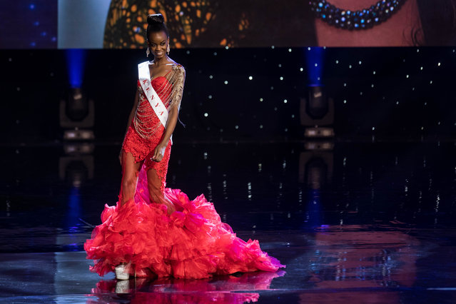 Miss Kenya Evelyn Njambi Thungu is pictured during the Grand Final of the Miss World 2016 pageant at the MGM National Harbor December 18, 2016 in Oxon Hill, Maryland. (Photo by Zach Gibson/AFP Photo)