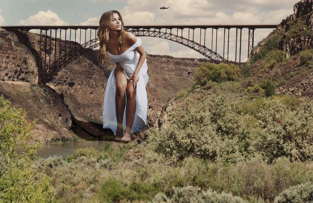 """Sofia Vergara under the bridge"". (Photo by Garcia Accasbel)"