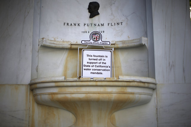 A fountain outside City Hall is shut down due to the drought, in downtown Los Angeles, January 6, 2015. (Photo by Lucy Nicholson/Reuters)