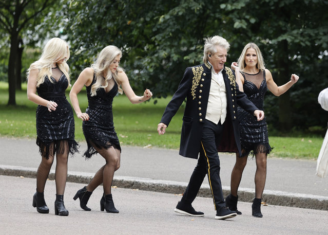 British rock and pop singer Rod Stewart seen filming his music video in front of the Albert Memorial in London, United Kingdom opposite the Royal Albert Hall on August 20, 2021. This will be his first music video in 6 years. (Photo by The Mega Agency)