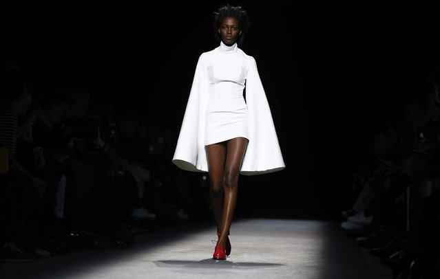 A model presents a creation from the Fall/Winter 2016/17 Ready to Wear Collection by French designer Simon Porte for Jacquemus fashion house during the Paris Fashion Week, in Paris, France, 01 March 2016. The presentation of the Women's collections runs from 01 March to 09 March. (Photo by Ian Langsdon/EPA)