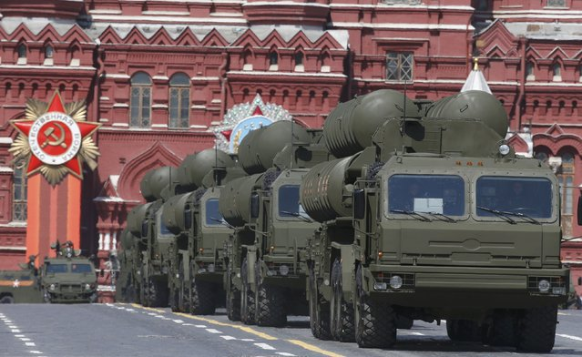 Russian S-400 Triumph medium-range and long-range surface-to-air missile systems drive during the Victory Day parade at Red Square in Moscow, Russia, May 9, 2015. (Photo by Sergei Karpukhin/Reuters)