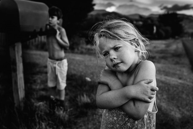 """New Zealand photographer Niki Boon captured her children, who are growing up with limited electronics, in the photo series """"Childhood in the Raw Photos"""". Niki Boon began taking photos as a hobby while she was working as a physiotherapist in Scotland. However, the New Zealand native found her interest in the art waning while she travelled, and it wasn't until she had returned home and started raising a family that her passion was rekindled. """"Childhood in the Raw"""", an ongoing photo series of her four children's technology-free life on her 10-acre property in New Zealand, is the perennial fruit of this passion. (Photo by Niki Boon)"""