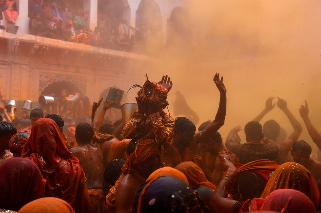 """Indian revellers take part in the game of """"Huranga"""" at The Dauji Temple in Mathura, some 100kms south of New Delhi on March 14, 2017. (Photo by Chandan Khanna/AFP Photo)"""
