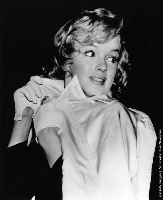 1956: American film actress Marilyn Monroe (1926  - 1962) leaving the Palace Theatre, London
