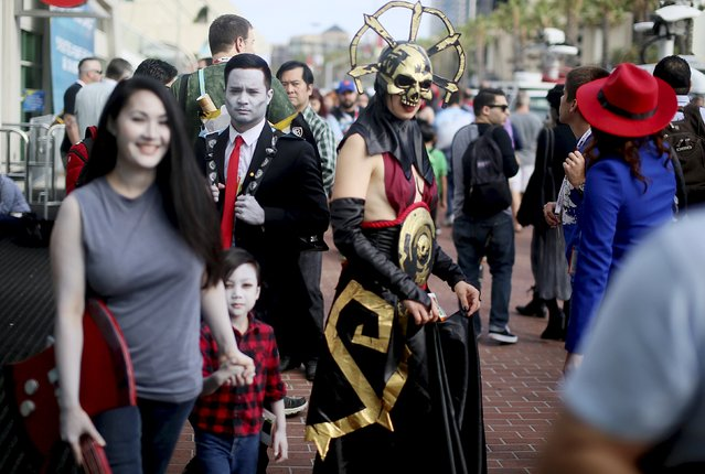 Comic Con attendees walk outside of the Convention Center during the 2015 Comic-Con International in San Diego, California, July 9, 2015. (Photo by Sandy Huffaker/Reuters)