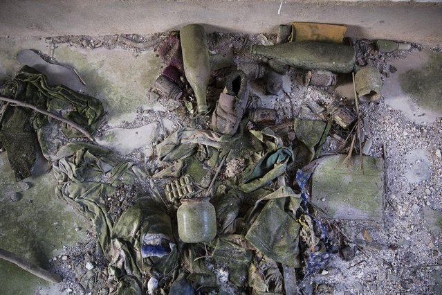 Objects lie in an empty house in the abandoned fishing village of Houtouwan on the island of Shengshan July 25, 2015. (Photo by Damir Sagolj/Reuters)