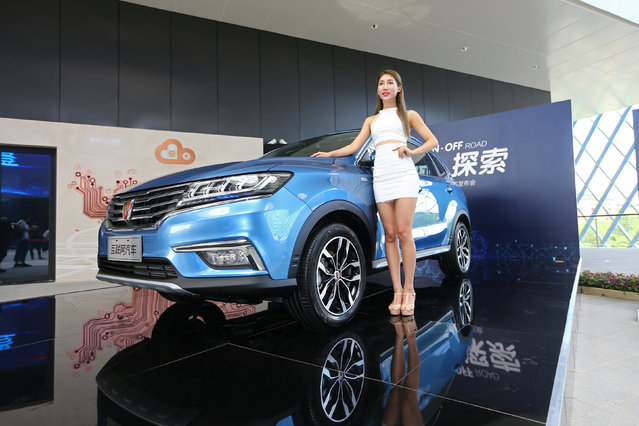 A view of the launch event of Alibaba's internet-connected car in Hangzhou, Zhejiang province, China, July 6, 2016. Chinese tech firm Alibaba's internet-connected car will set the Chinese e-commerce giant up to quickly introduce driverless vehicle technology, Chief Technology Officer Wang Jian told on Wednesday. Alibaba and the country's largest automaker SAIC Motor Corp demonstrated their jointly developed car equipped with the YunOS operating system, which can link up with smart phones, at an event in eastern China's Hangzhou on Wednesday. The car is slated to go on sale later this year. (Photo by Reuters/China Daily)