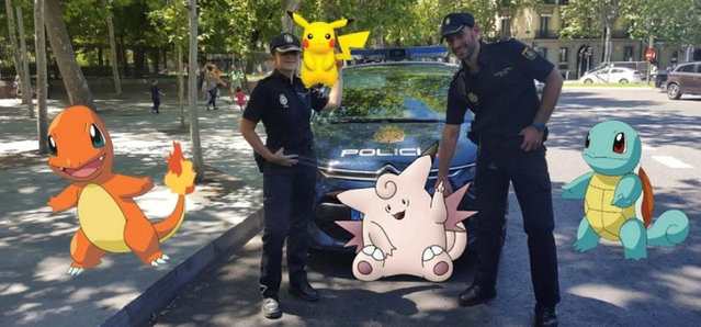 """Spanish police pose with """"Pokemon Go"""" figures in this handout picture provided by the Spanish Interior Ministry on July 18, 2016. (Photo by Reuters/Spanish Interior Ministry)"""