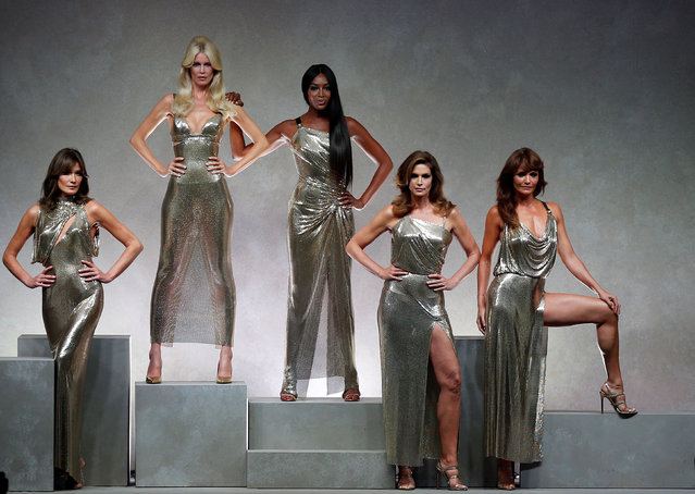 Former top models Carla Bruni (L), Claudia Schiffer, Naomi Campbell, Cindy Crawford and Helena Christensen display iconic  creations of late Italian designer Gianni Versace's during the Versace Spring/Summer 2018 show at the Milan Fashion Week in Milan, Italy, September 22, 2017. (Photo by Stefano Rellandini/Reuters)