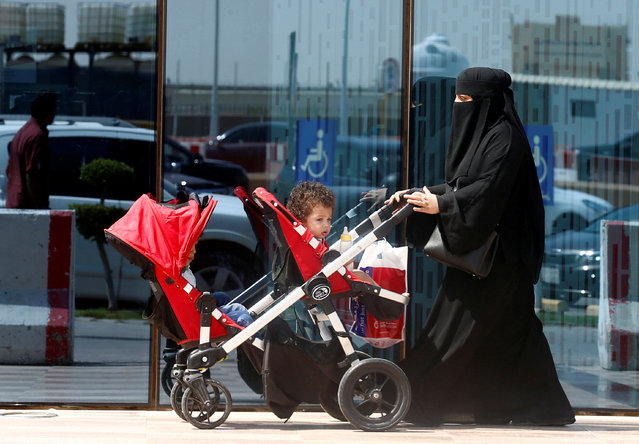 A woman pushes a stroller carrying her children in Riyadh, September 27, 2017. (Photo by Faisal Al Nasser/Reuters)
