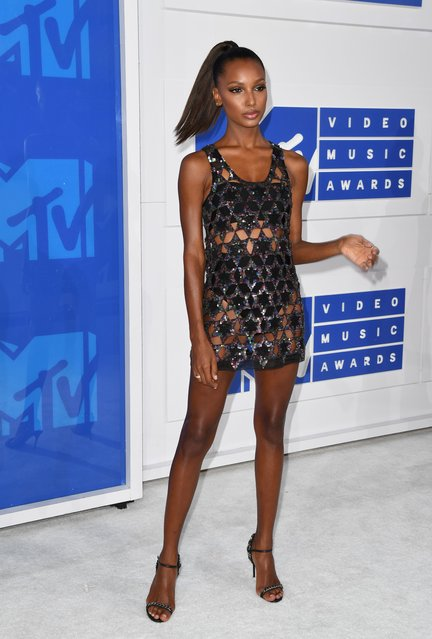 Model Jasmine Tookes arrives for the 2016 MTV Video Music Awards August 28, 2016 at Madison Square Garden in New York. (Photo by Angela Weiss/AFP Photo)