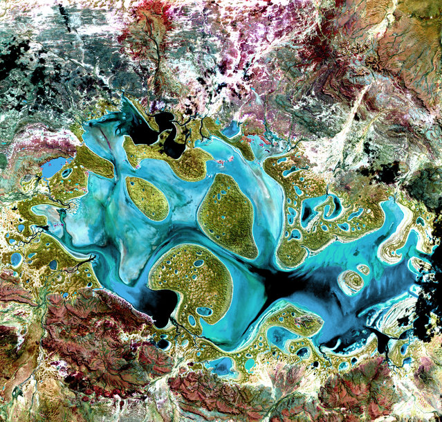 Lake Carnegie. Ephemeral Lake Carnegie, in Western Australia, fills with water only during periods of significant rainfall. In dry years, it is reduced to a muddy marsh. This image was acquired on May 19, 1999, by Landsat 7′s Enhanced Thematic Mapper plus (ETM+) sensor.