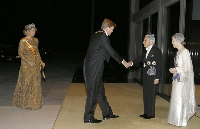 King Willem-Alexander (2nd L) and Queen Maxima (L) of the Netherlands are welcomed by Japan's Emperor Akihito (3rd L) and Empress Michiko upon their arrival for a state dinner at the Imperial Palace in Tokyo October 29, 2014. Alexander and Maxima are in Japan for a six-day visit. (Photo by Shizuo Kambayashi/Reuters)
