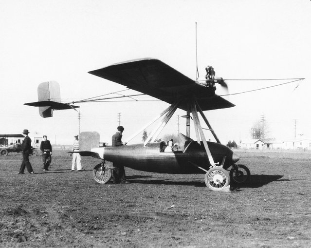 """A monoplane of novel design declared by its inventor, R.V. Norris, of San Francisco, Calif., to be """"foolproof,"""" which is undergoing tests at the Redwood City, Calif. airport, February 16, 1930. The radial motor is attached to the wing, from which is suspend the fuselage which remains on an even keel during flight. The wing may be tilted in any direction at the will of the pilot, by means of control wires from his seat in the cockpit. (Photo by AP Photo)"""