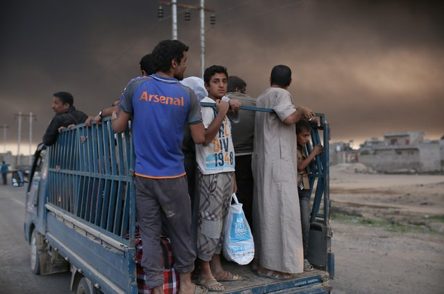 Iraqi internally displaced civilians are seen as they have arrived at Al Qayyarah town, secured by Iraqi Army, in Mosul, on October 19, 2016 after they have fled from Daesh controlled areas of Mosul to find safer locations as the operation to retake Iraq's Mosul from Daesh continues. (Photo by Yunus Keles/Anadolu Agency/Getty Images)