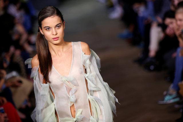A model presents a creation by Ukrainian designer Lara Quint at the Tbilisi Fashion Week in Tbilisi, Georgia, October 20, 2016. (Photo by David Mdzinarishvili/Reuters)
