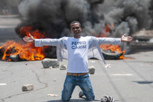 A person participates in a march to demand that the authorities apply sanctions against those who supposedly benefited from million-dollar Petrocaribe program, for which Venezuela supplies oil at low prices to the country, in Port-au-Prince, Haiti, 09 September 2018. Protesters burned tires and blocked John Brown Avenue in the capital, while police confronted them with tear gas. (Photo by Jean Marc Herve Abelard/EPA/EFE)