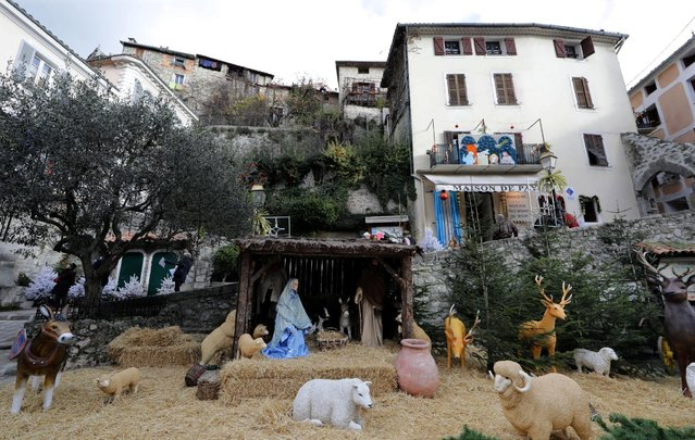 A giant Nativity scene is seen in front of houses in the medieval mountain village of Luceram as part of Christmas holiday season, France, December 15, 2016. Luceram presents more than 450 creches (Nativity scenes) from the tiny to the huge yearly in December as part of the Circuit des Creches. (Photo by Eric Gaillard/Reuters)
