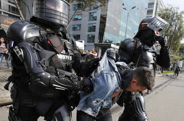 "An university student is detained during a protest asking for a hike in the budget for public higher education, in Bogota, Colombia, Thursday, November 15, 2018. The so-called ""Pencil March"" is the latest in more than a half-dozen street protests in recent months demanding the government step up funding for education. (Photo by Fernando Vergara/AP Photo)"