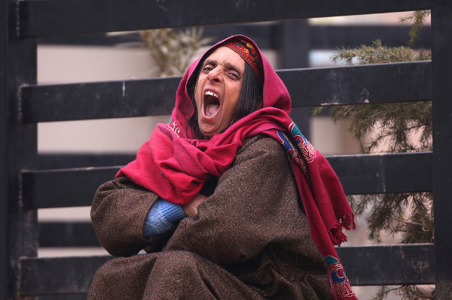 A woman yawns as she sits outside a hospital on a cold winter morning in Srinagar January 3, 2019. (Photo by Danish Ismail/Reuters)