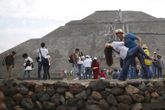 A couple pose for a photo as they welcome the spring equinox in front of the Pyramid of the Sun in the pre-hispanic city of Teotihuacan, on the outskirts of Mexico City, Mexico, March 20, 2016. (Photo by Edgard Garrido/Reuters)