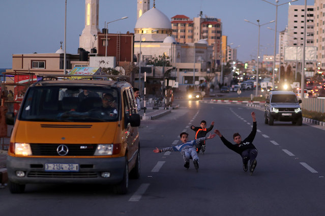 Palestinian boys of Gaza skating Team rollerblade on a street in Gaza City March 8, 2019. (Photo by Mohammed Salem/Reuters)