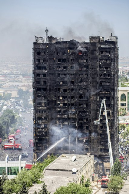 A burnt multi-storey residential building is seen in Baku, Azerbaijan, May 19, 2015. At least 16 people were killed and dozens wounded on Tuesday in a fire that ripped through a multi-storey residential building in Azerbaijan's capital, Baku, local news agency APA reported. (Photo by Ehtiram Jabi/Reuters)