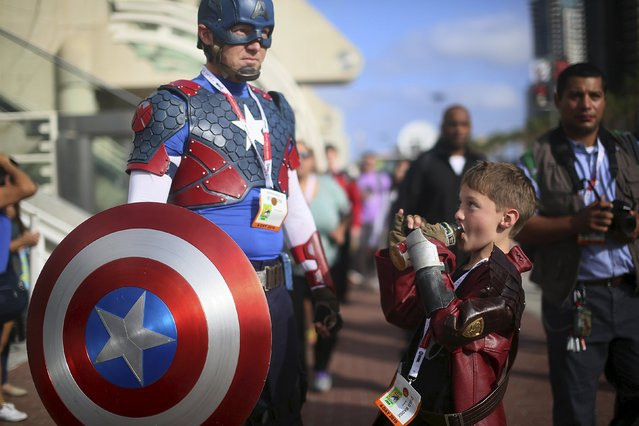 Shawn Richter shows his Captain America costume while his son Gavin looks on during the 2015 Comic-Con International in San Diego, California, July 9, 2015. (Photo by Sandy Huffaker/Reuters)