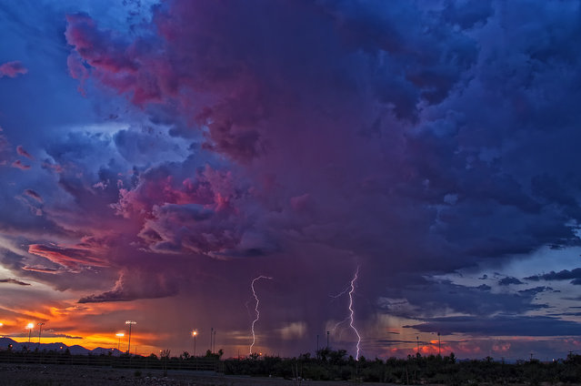 Monsoon thunderstorm leaving Sierra Vista, Arizona on 22 August, 2011