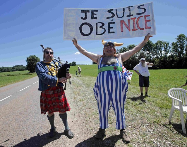 """Cycling, Tour de France cycling race, The 209 km (129.8 miles) Stage 16 from Moirans-en-Montagne, France to Berne, Switzerland on July 18, 2016. A supporter holds a banner reading """"I am Obe Nice"""" on the side of the road during the stage. (Photo by Jean-Paul Pelissier/Reuters)"""