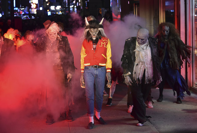 "Heidi Klum, dressed as a werewolf, performs a dance from Michael Jackson's ""Thriller"" video her 18th Annual Halloween Party at Moxy Times Square on Tuesday, Oct. 31, 2017, in New York. (Photo by Evan Agostini/Invision/AP Photo)"
