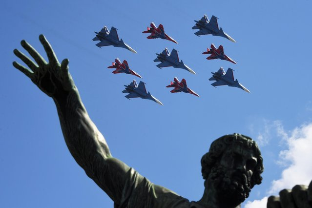 Russian army MiG-29 jet fighters of the Strizhi (Swifts) and Su-30SM jet fighters of the Russkiye Vityazi (Russian Knights) aerobatic teams fly in formation over Red Square during the Victory Day Parade in Moscow, Russia, June 24, 2020. (Photo by Iliya Pitalev/Host Photo Agency via Reuters)