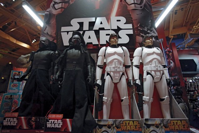 "Star Wars toys are seen at Toys ""R"" Us Times Square store during the early opening of the Black Friday sales in the Manhattan borough of New York, November 26, 2015. (Photo by Andrew Kelly/Reuters)"