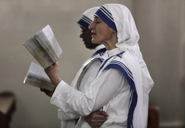 Nuns attend a Sunday mass held by Cardinal Vincent Nichols, Archbishop of Westminster, at the Holy Family Catholic Church in Gaza City, Sunday, November 6, 2016. (Photo by Khalil Hamra/AP Photo)