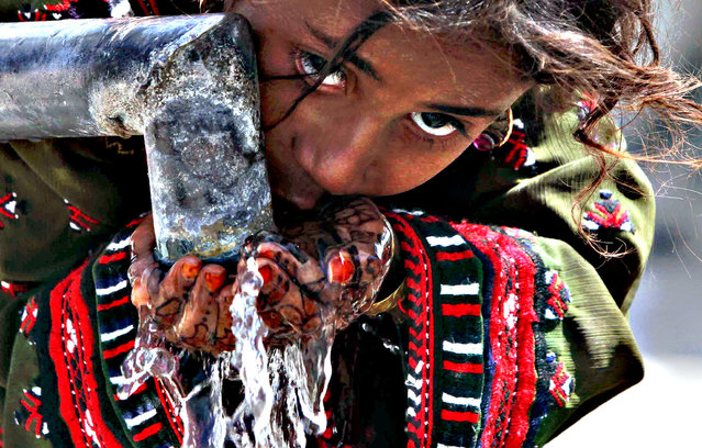 A girl affected from 7.7 magnitude earthquake drinks water from a community tap, in Awaran, Balochistan province, Pakistan, 26 September 2013. The death toll from a powerful 7.7 magnitude earthquake that struck south-western Pakistan on 24 September climbed to a total of so far 355 people with hundreds injured. A high number of causalities occured in the Awaran district of Balochistan province, which was the epicentre. The quake struck south and south-western Pakistan on 24 September afternoon and was felt as far away as the Indian capital New Delhi. (Photo by Shahzaib Akber/EPA)