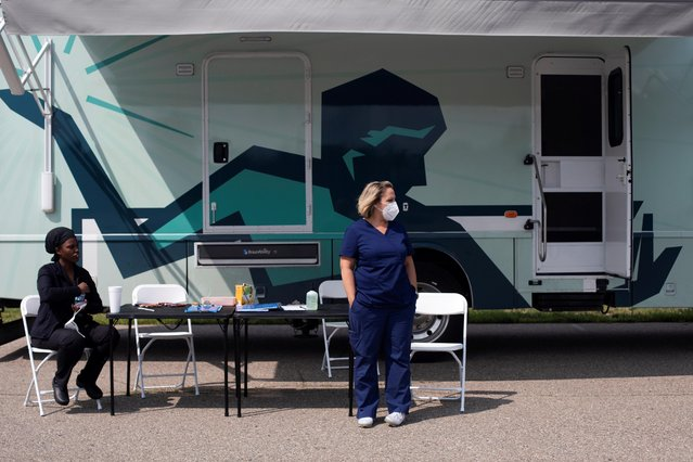 Nurses wait for people to come by to receive their COVID-19 vaccine at a mobile pop-up clinic hosted by the Detroit Health Department with the Detroit Public Schools Community District at East English Village Preparatory Academy in Detroit, Michigan, July 21, 2021. (Photo by Emily Elconin/Reuters)