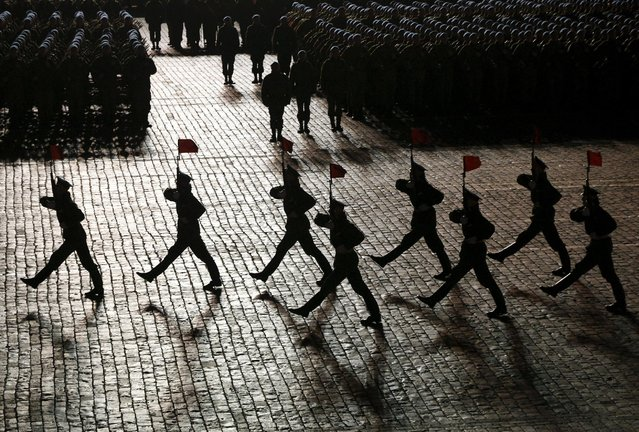 Russian servicemen march during a rehearsal for the Victory parade on Moscow's Red Square May 4, 2015. (Photo by Maxim Shemetov/Reuters)