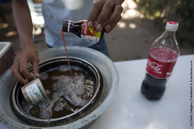 Thai Malay Muslim user mixes coke into 4 x 100, the popular cheap narcotic drink