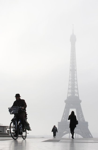 A man rides a bicycle on the Esplanade du Trocadero in front of the Eiffel tower, on March 11, 2014 in Paris. (Photo by Ludovic Marin/AFP Photo)