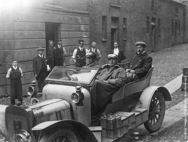 1906: F Eastmead and designer Angus Jones on their journey from Land's End to John O'Groats and back without stopping the engine of their 4 cylinder Sunbeam