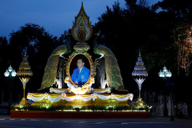 A portrait of Thailand's King Bhumibol Adulyadej is placed in celebration of the king's 88th birthday in central Bangkok, Thailand, December 5, 2015. (Photo by Jorge Silva/Reuters)