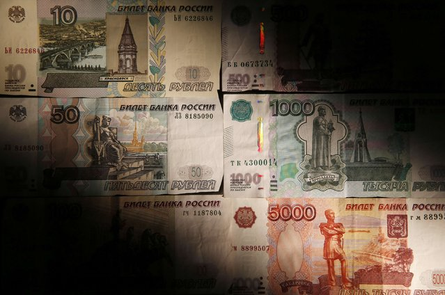 "Russian rouble banknotes are seen in this illustration picture taken in Moscow, September 30, 2014. Russia's central bank said on Tuesday it did not plan to implement ""any kind"" of capital controls, after a news report saying the bank was considering such controls sent the rouble plunging to a new all-time against a dollar-euro basket. (Photo by Maxim Zmeyev/Reuters)"