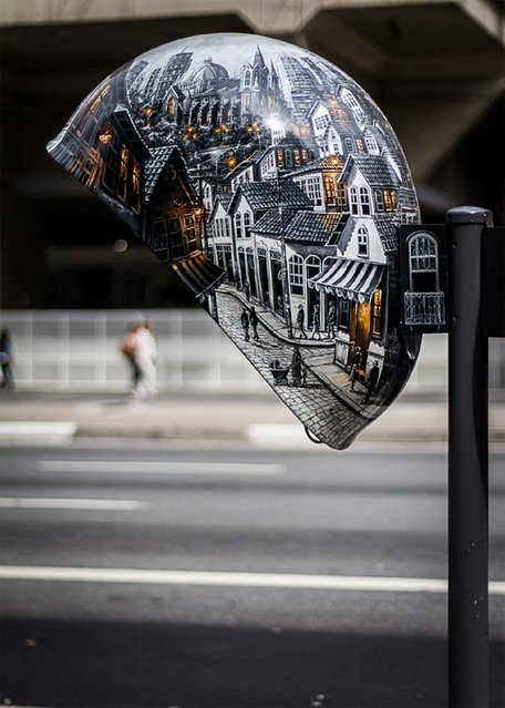 Work: Call Live São Paulo Artist: Maramgoní Address: Avenida Paulista, 1374 – beside Trianon MASP / Point Bus