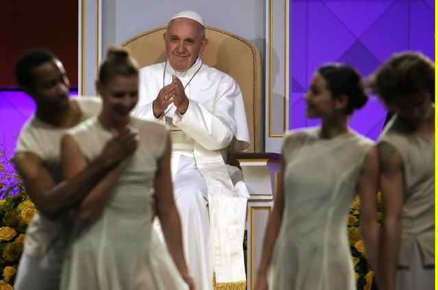 Pope Francis applauds a dance performance at the Festival of Families in Philadelphia September 26, 2015. (Photo by Reuters)