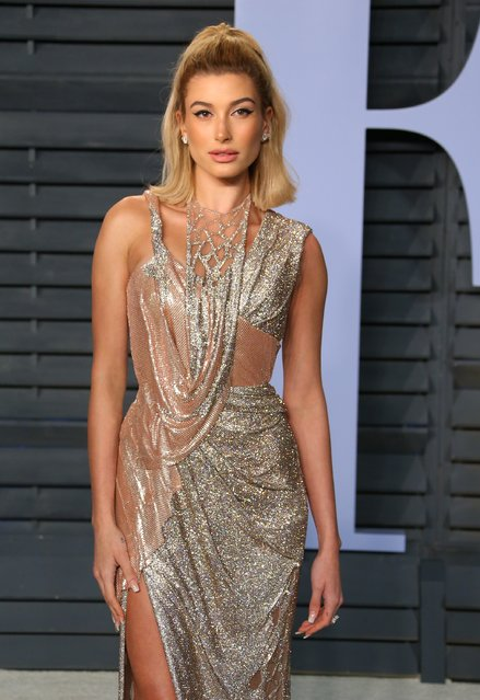 Hailey Baldwin attends the 2018 Vanity Fair Oscar Party following the 90th Academy Awards at The Wallis Annenberg Center for the Performing Arts in Beverly Hills, California, on March 4, 2018. (Photo by Jean-Baptiste Lacroix/AFP Photo)