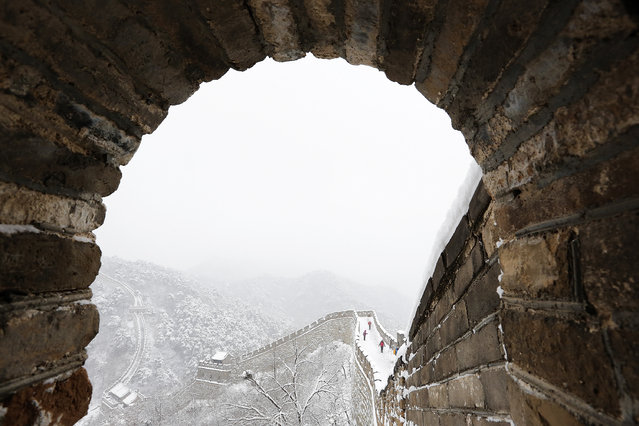 The Mutianyu Great Wall is seen covered in snow at Huairou District on November 22, 2015 in Beijing, China. (Photo by Lintao Zhang/Getty Images)