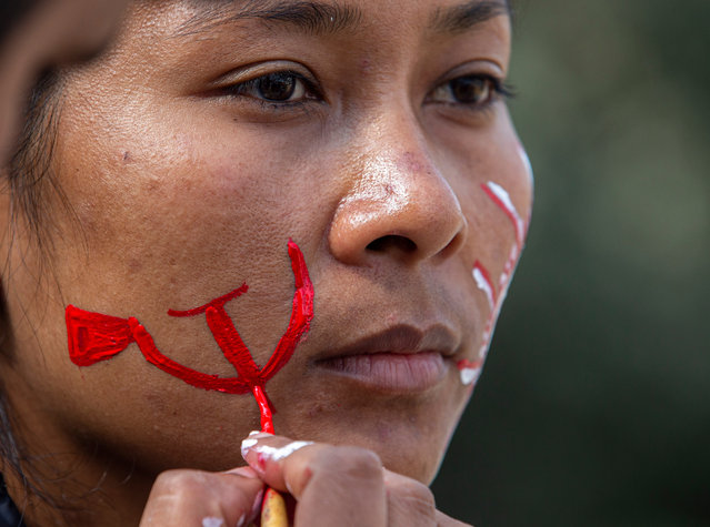 An activist of the Nepalese Communist party paints the face before a mass protest against the Prime Minister K.P. Sharma Oli in Kathmandu, Nepal, 22 January 2021. Thousands of activists of the Nepal communist party gathered in Kathmandu defying coronavirus restrictions to protest against the Prime Minister KP Sharma Oli government's move of dissolving the House of Representatives. (Photo by Narendra Shrestha/EPA/EFE)